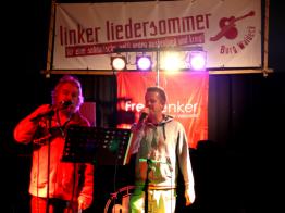 Zwei Generationen: Frank Baier und Wojna (die bandbreite) beim gemeinsamen Auftritt