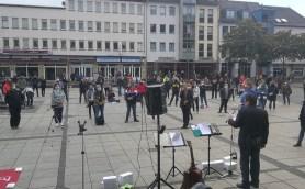Kundgebung mit Klaus Hartmann am Mikrofon