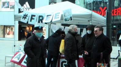 Anschließend fand auf der Frankfurter Zeil eine Solidaritätsaktion für Julian Assange statt