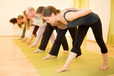 Yoga in Wien, Hatha-Yoga Wien, Hatha-Yoga-Kurs, Yoga bei Rückenschmerzen und Nackenschmerzen, Drop-In-Classes!