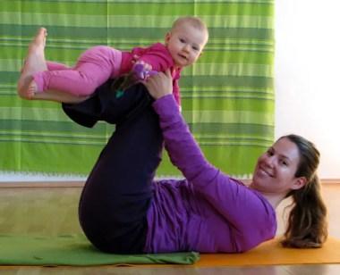 Mama-Baby-Yoga nach der Geburt: fit mit sanfter Rückbildungsgymnastik, Hatha-Yoga für Dich und mit Deinem Baby!