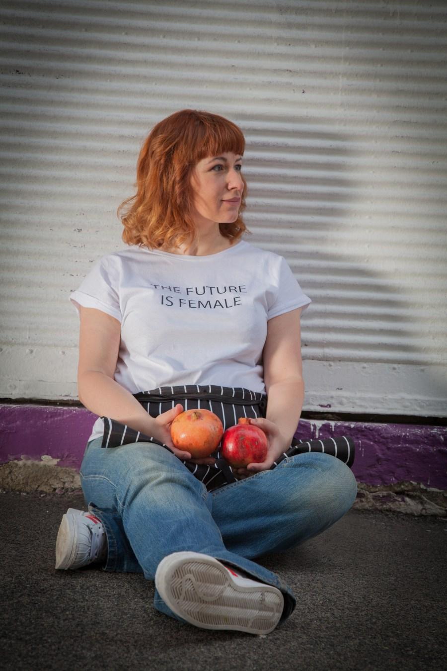 Ella Josephine Esque, Ella Esque, Freiwillig aufgesprungener Granatapfel