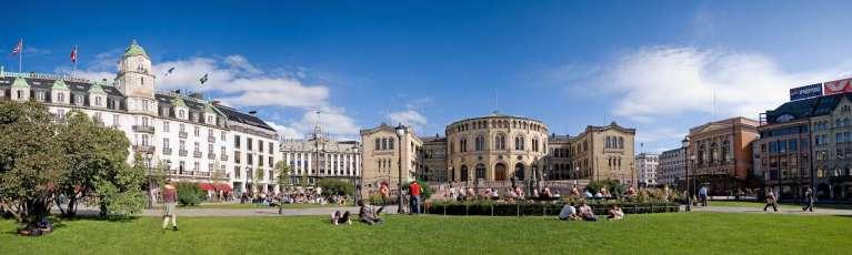 Klassenfahrt Oslo Parlamentsgebäude Stortinget