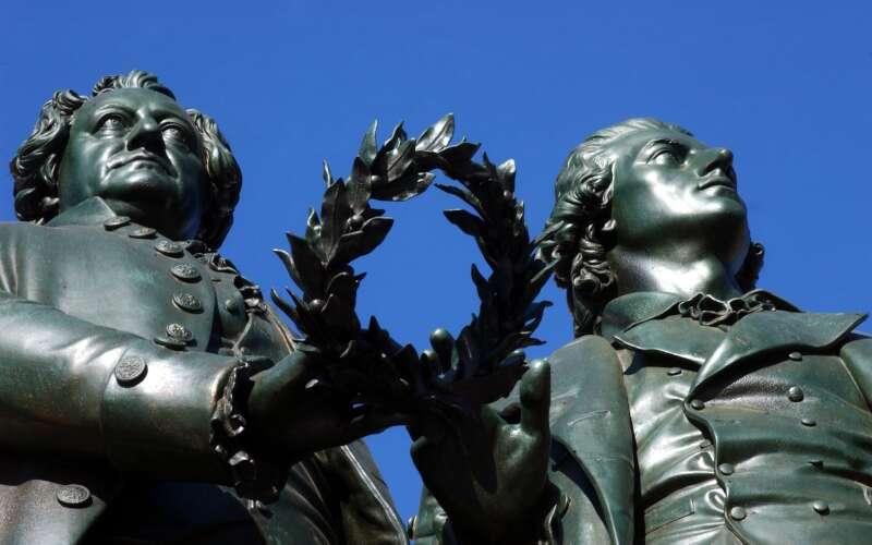 Klassenfahrt_Weimar_Goethe Schiller Denkmal