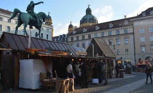 Mittelsaltermarkt Wittelsbacher Platz
