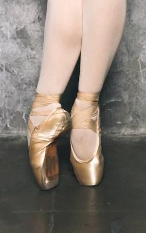 フランス流バレエと違う?バレエや新体操の「甲だし器具」を使った感想