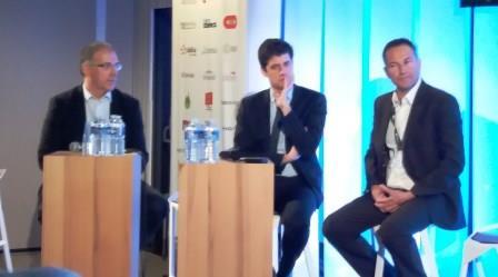 Julien Denormandie (au centre) avec deux premiers utilisateurs de Kroqi.fr, David Morales, plaquiste et référent BIM de la Capeb (à g.) et Nicolas Chabrand, dirigeant de l'entreprise Ragoucy, représentant la FFB.