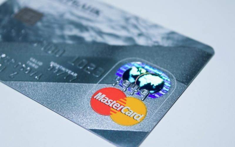 Cartes de crédit pleines : comment s'en sortir?