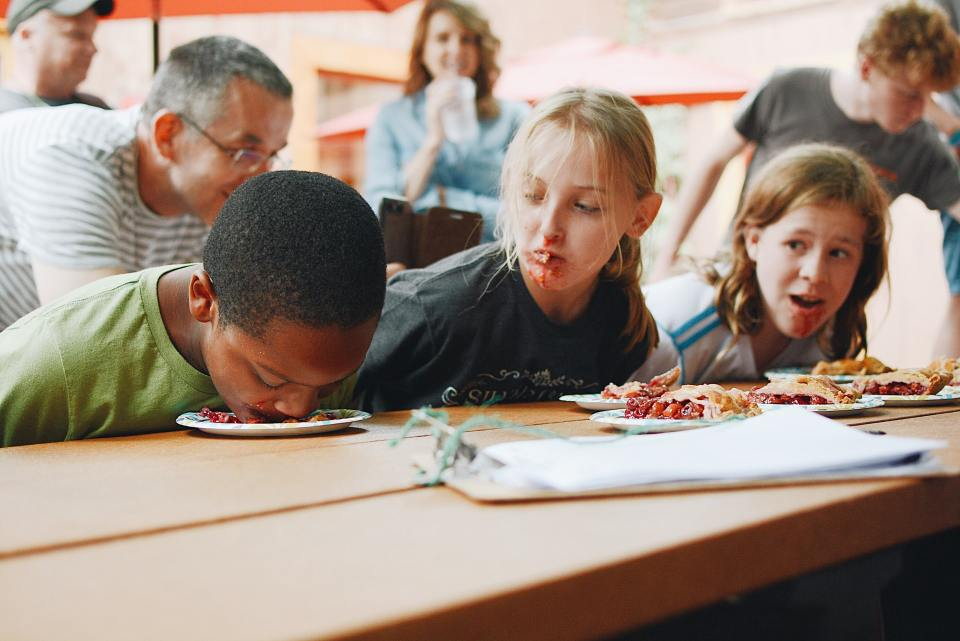 French-children-at-the-canteen