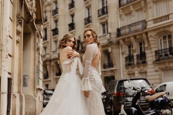 Paris France Newly Wed Photoshoot à l'extérieur de l'appartement haussmannien