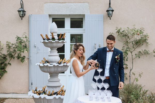 "Tour de Champagne au Château Lacanaud ""width ="" 600 ""height ="" 400 ""srcset ="" https://i2.wp.com/www.frenchweddingstyle.com/wp-content/uploads/2021/02/CQ0A2596.jpg?w=640&ssl=1 600w, https: // www. frenchweddingstyle.com/wp-content/uploads/2021/02/CQ0A2596-300x200.jpg 300w, https://www.frenchweddingstyle.com/wp-content/uploads/2021/02/CQ0A2596-250x167.jpg 250w, https: //www.frenchweddingstyle.com/wp-content/uploads/2021/02/CQ0A2596-550x367.jpg 550w, https://www.frenchweddingstyle.com/wp-content/uploads/2021/02/CQ0A2596-270x180.jpg 270w, https://www.frenchweddingstyle.com/wp-content/uploads/2021/02/CQ0A2596-450x300.jpg 450w ""tailles ="" (largeur max: 600px) 100vw, 600px ""data-jpibfi-post-extrait = """" data-jpibfi-post-url = ""https://www.frenchweddingstyle.com/champagne-tower-at-chateau-lacanaud/"" data-jpibfi-post-title = ""Tour de Champagne au Château Lacanaud"" data- jpibfi-src = ""https://i2.wp.com/www.frenchweddingstyle.com/wp-content/uploads/2021/02/CQ0A2596.jpg?w=640&ssl=1"" /></p data-recalc-dims="