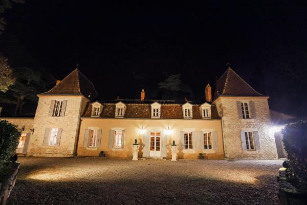 Château Lacanaud la nuit éclairé par des uplights