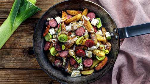 Kartoffelpfanne mit Bio-Cabanossi, Porree & Feta für 4 Personen