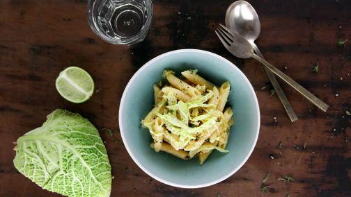 Vegane Pasta mit knackigem Wirsinggemüse für 2 bis 4 Personen