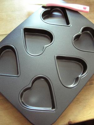 Heart shaped non-stick baking tin