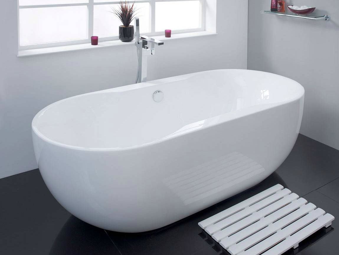 Nice  roll top bath By being able to hold a relatively large capacity of water this tub offers the potential for true relaxation from a long deep soak