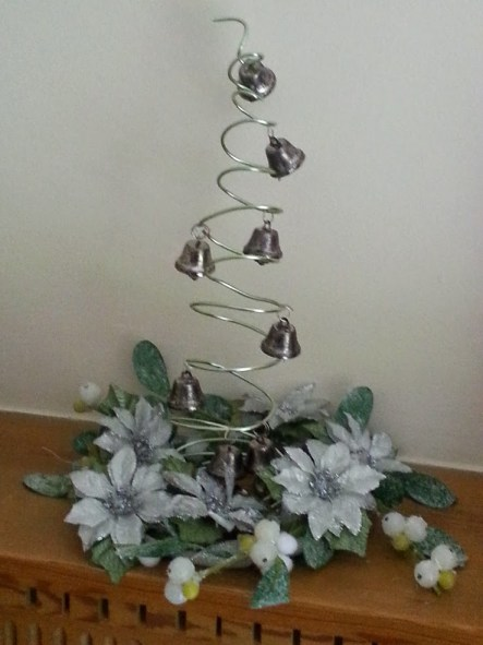 How to make a contemporary Christmas tree table decoration