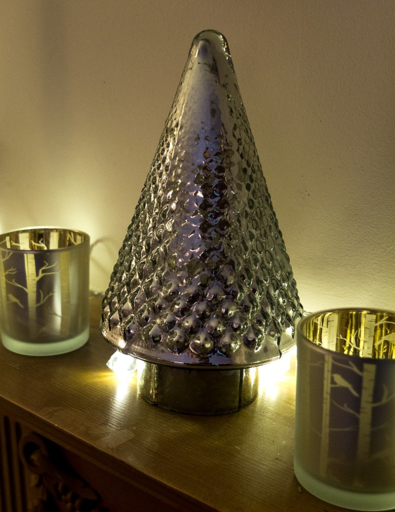 Candlelit Christmas decorations at Fresh Design Blog