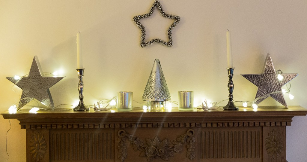 Minimal Christmas mantlepiece styling idea