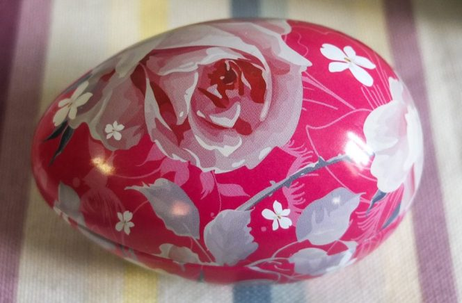 Cute pink Yardley rose soap in a tin - great as an Easter gift