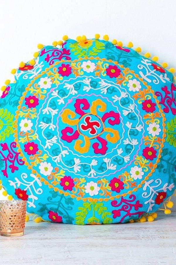 Hot trend: bohemian style round cushions and poufs