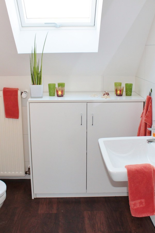 Quick and easy ways to brighten up your bathroom