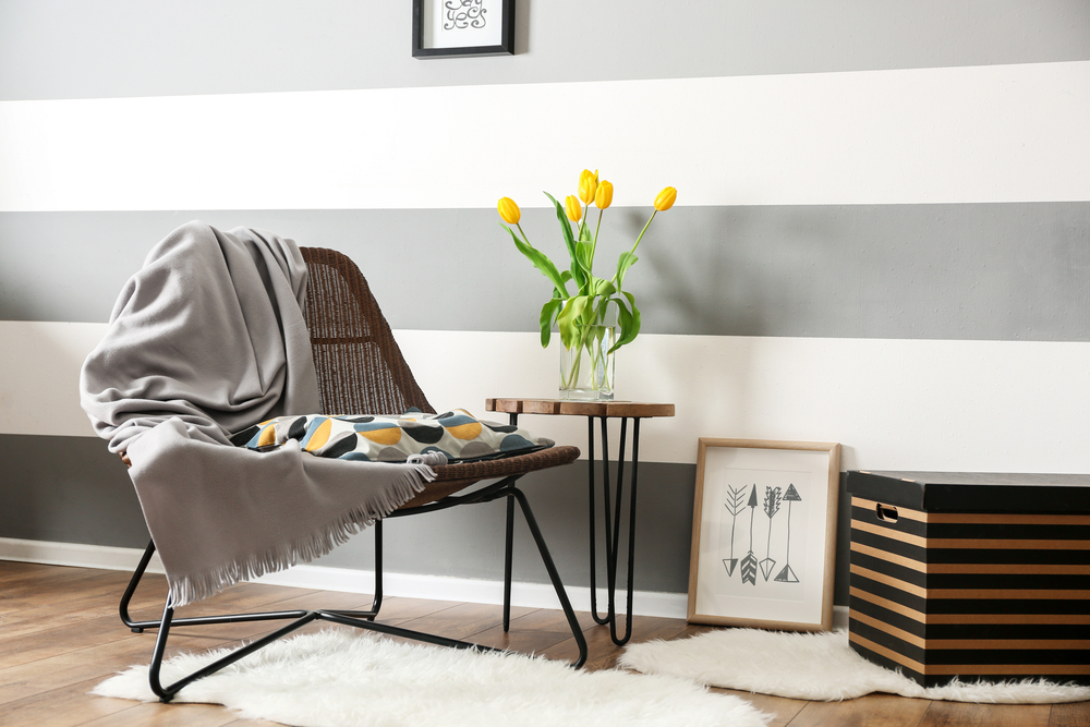 How to lengthen the look of a room by painting horizontal stripes