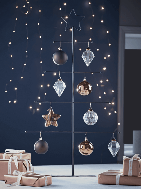 Super minimalistic wire bauble Christmas tree