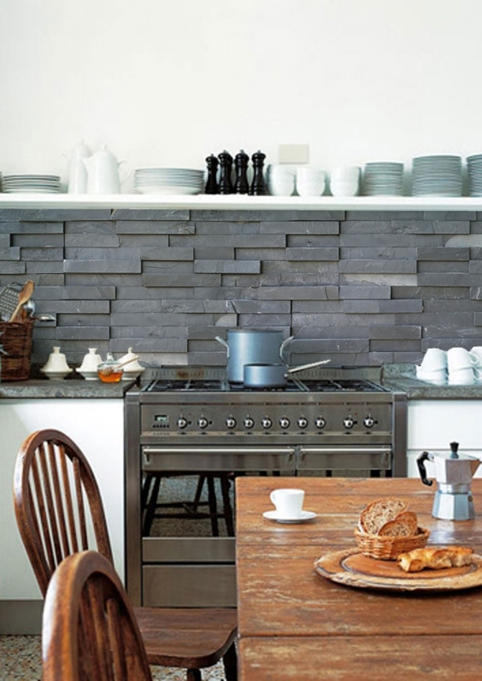 Can you believe this slate effect kitchen splashback is actually wallpaper? It looks so much like slate tiles!