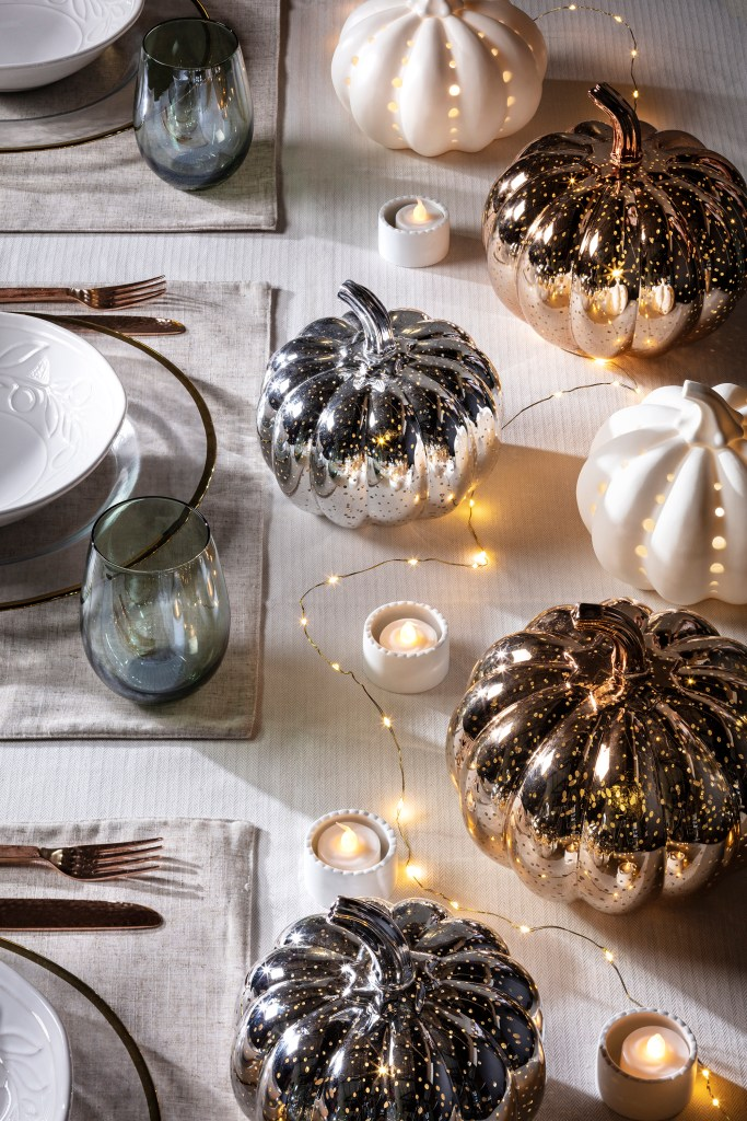 How to decorate a table for autumn and thanksgiving