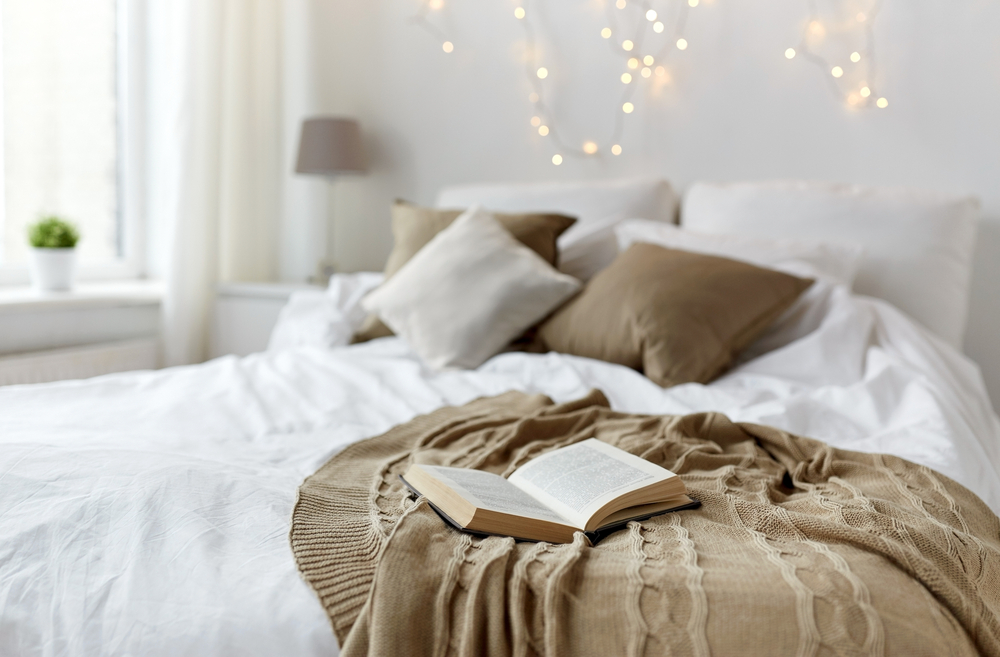 Lovely ideas for adding texture, colour and soft lighting to a white bedroom