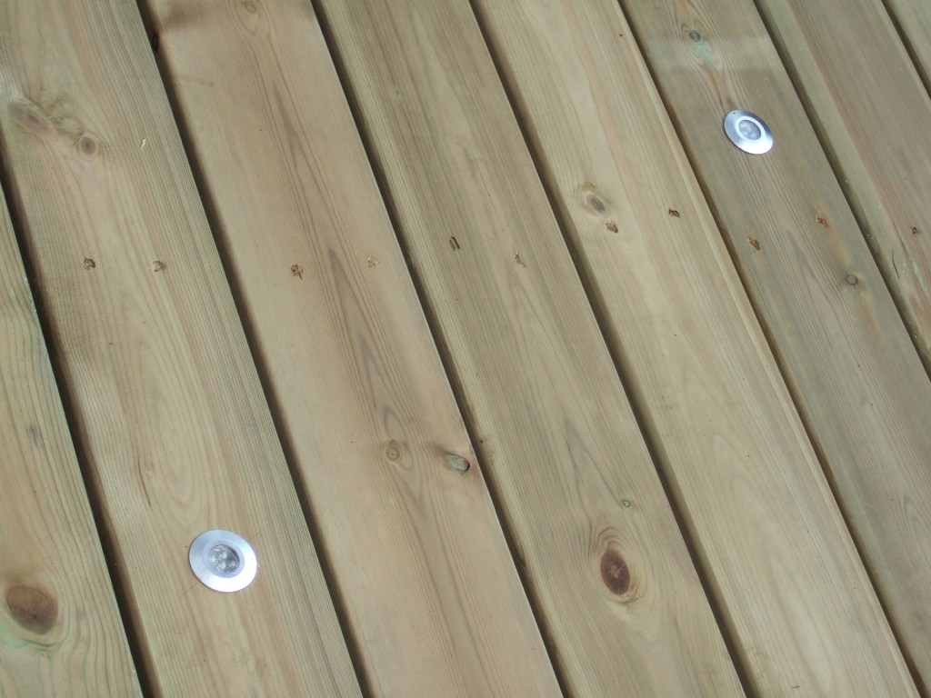 Protect decking and wood in your garden by  varnishing