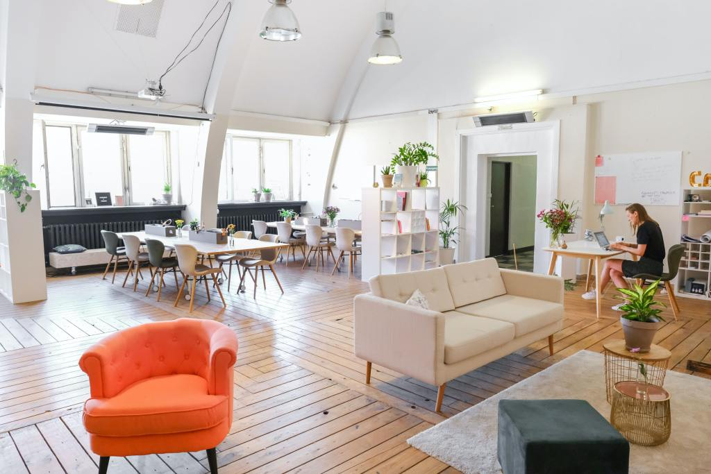 Large, airy and bright open plan co-working office interior