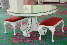 Glossy white table with green detail. Love!
