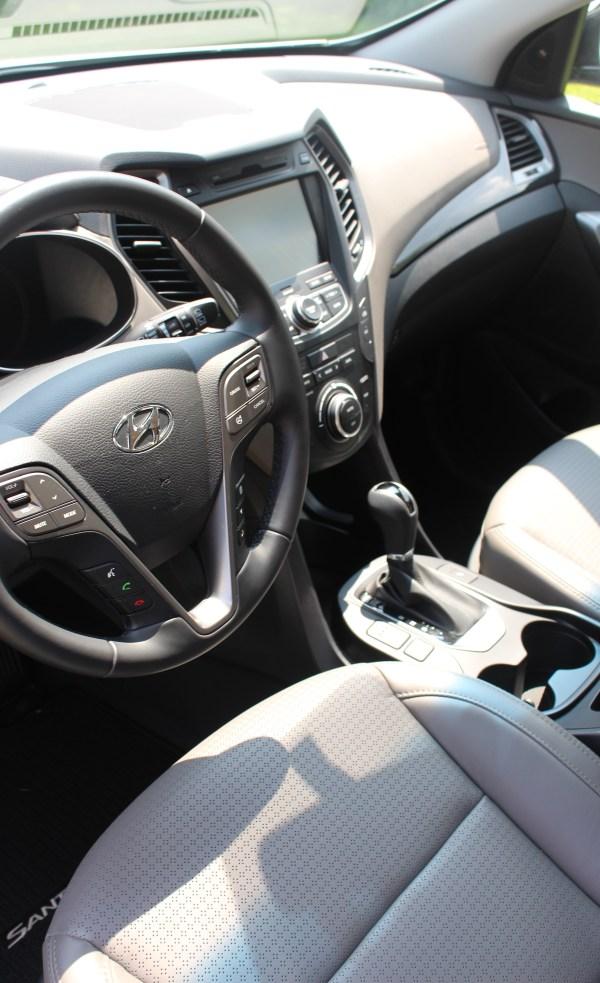 steering wheel of sante fe
