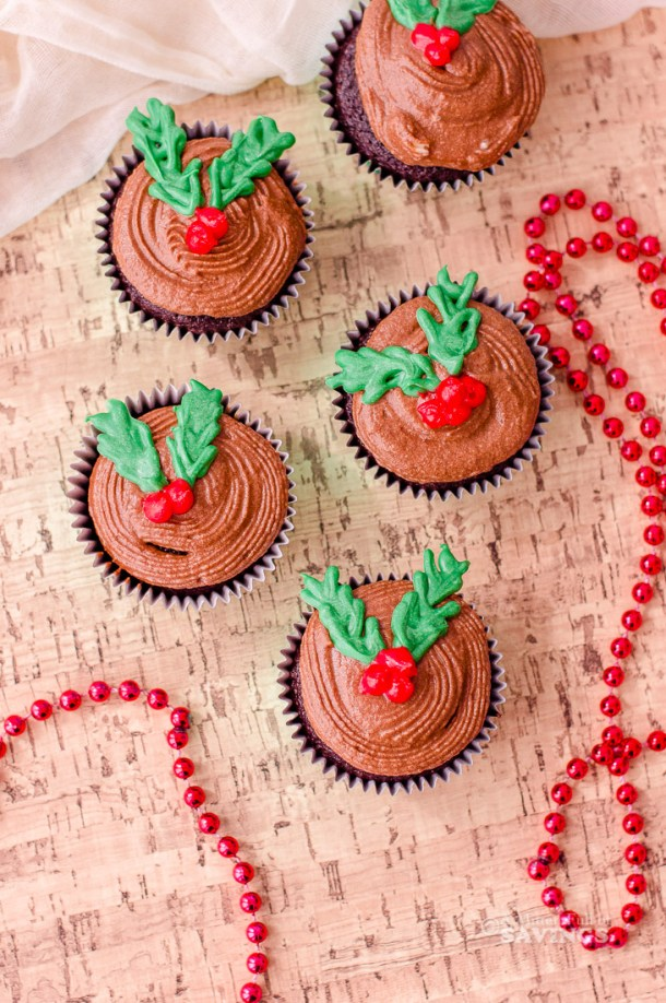 How to make Christmas cupcakes with frosting