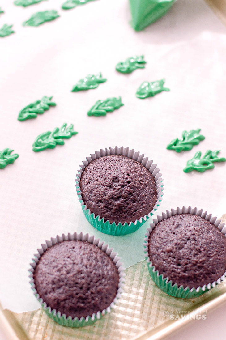 Directions for Holly Christmas Cupcakes