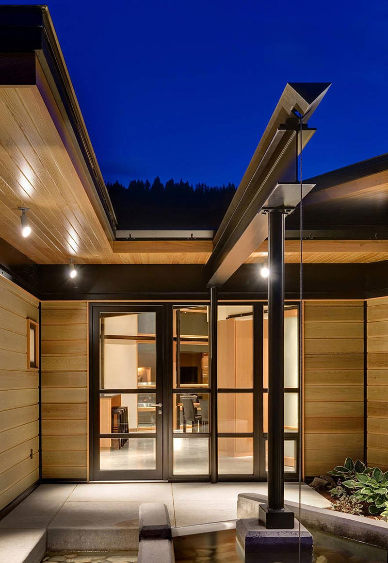 Front Door Water Feature River Bank House Montana By