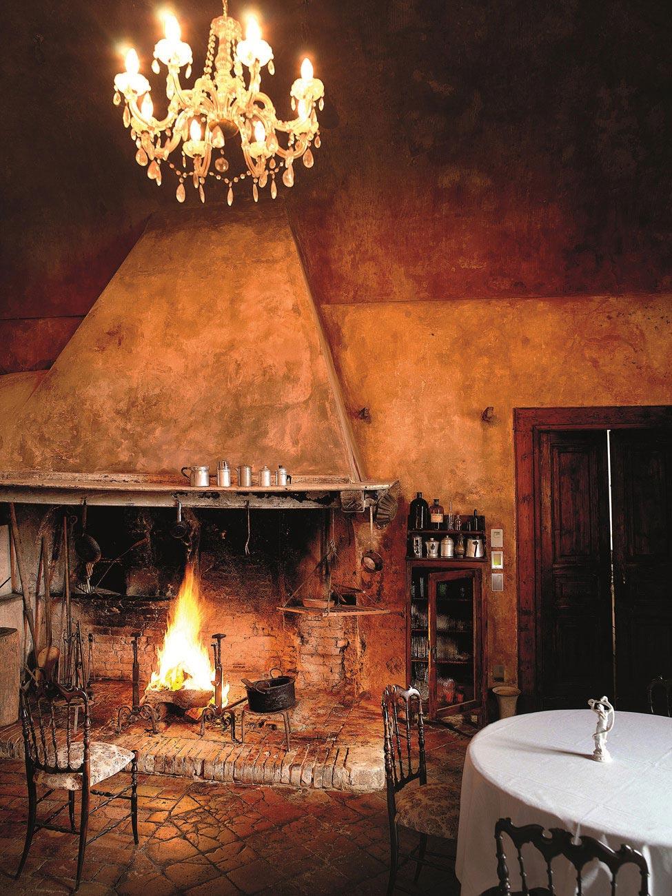 Castello Di Semivicoli Hotel In Casacanditella Italy