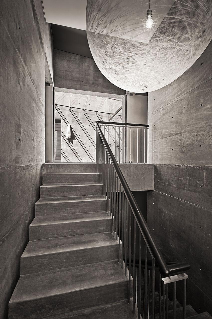 Contemporary Concrete House In Montecito California