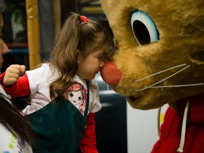 kid meeting mascot