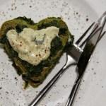Bärlauch Pancakes mit Bärlauch-Spinat und Cashewcreme