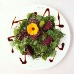 Rote Rüben im Airfryer – Rote Bete – auf Blattsalat