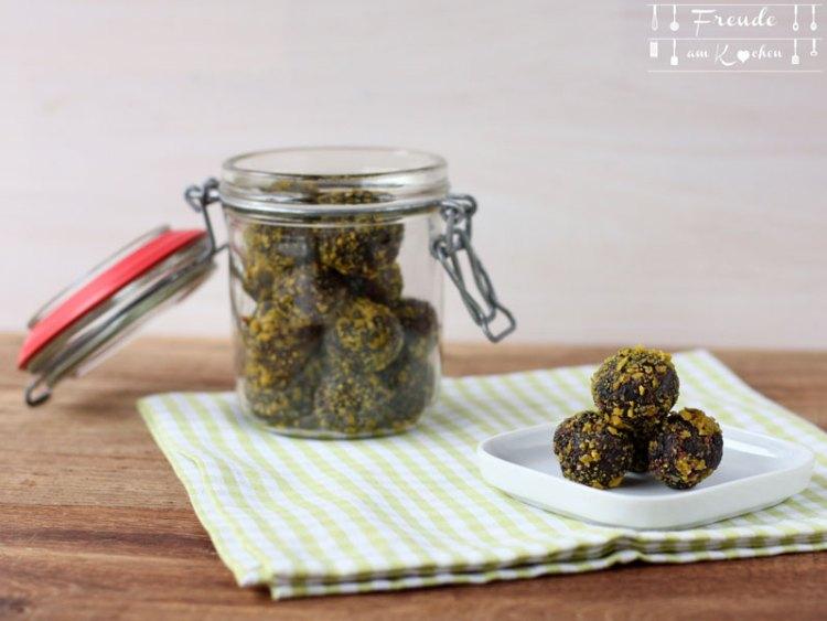 Pflaumen Dattel Mandel Energiekugeln zuckerfrei - Freude am Kochen