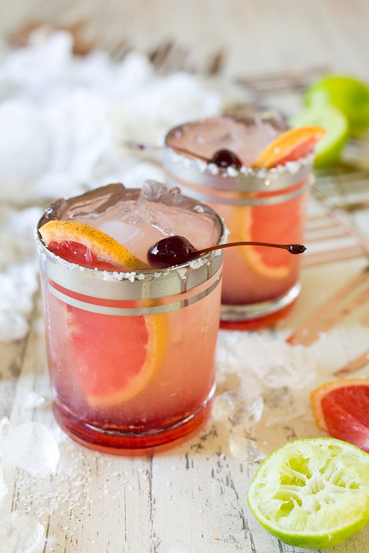 Elderflower Grapefruit Margaritas #cocktail #margarita #drinks #stgermain #grapefruit #tequila