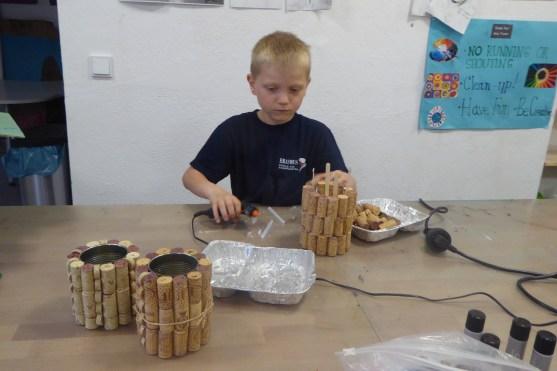 DIY_Stiftehalter_Korken_Chips Dosen_Konserven Dosen_ Kinder_recycling_basteln_FRICKELclub_Offenbach_externe AG (6)