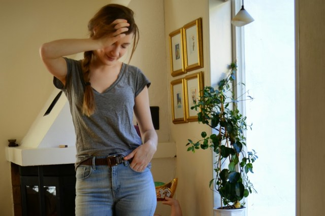 fridanoodle in slouchy tee, vintage belt and levis