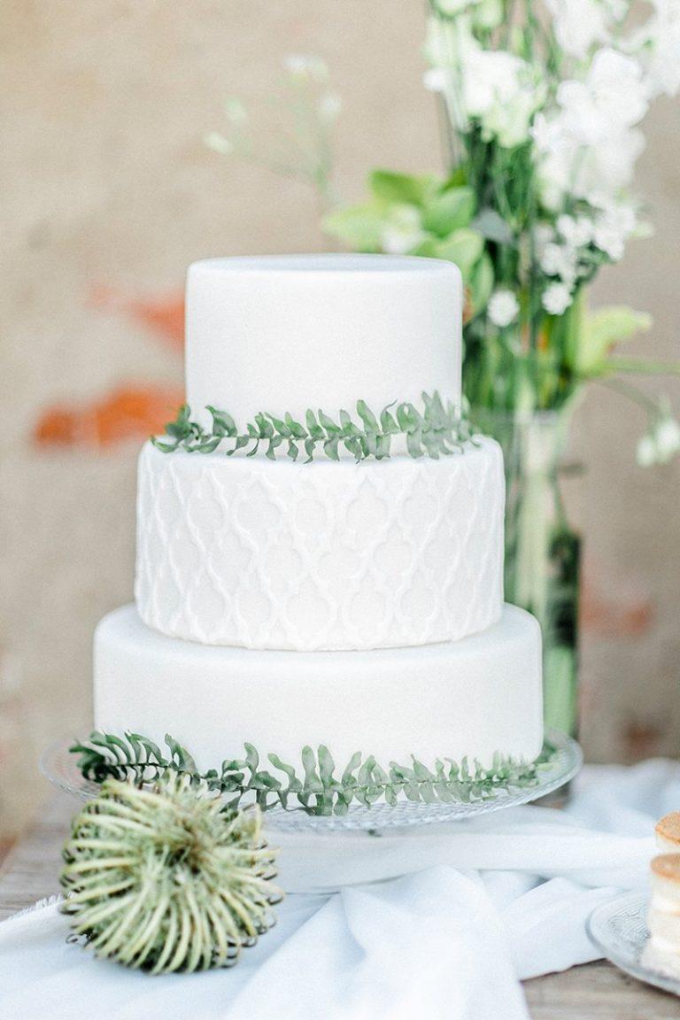 Eine Schone Elegante Blumetorte Zum Geburtstag Oder Hochzeit Im