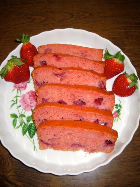 Strawberry Amish Friendship Bread by Shari Breske ♥ friendshipbreadkitchen.com
