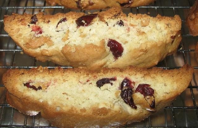Cranberry Nut Amish Friendship Bread Biscotti by Rachael Barna ♥ friendshipbreadkitchen.com